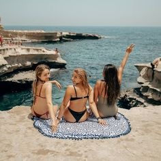 If you can't stand the heat, head to the beach with Sunnylife. Enjoy a little slice of paradise as you 360 degree dry with the Azule Round Fouta Towel. Sunnylife, Paradise Found, Rest Of The World, Soft Hands, Holiday Destinations, Beach Mat, Outdoor Blanket, Towel, Vacation Places