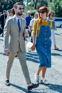 Tommy Ton's Best Street-Style Pics From the Men's Shows Mens Fashion Blazer, Men Fashion Show, Mens Fashion Week, Suit Fashion, Overalls Fashion, Fashion Couple, Streetwear, Tommy Ton, Stylish Couple