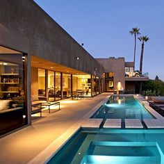 By Whipple Russell Architectus #hollywood#Califórnia  #architecture#archilovers#arquitetura#design#designporn#details#pool#iluminação#lighting#glass#lifestyle#contemporary#style#decor#decorating#homestyle#homedecor#amazing#instadecor#instagood#instahome#instalike#interiordesign#sandecor