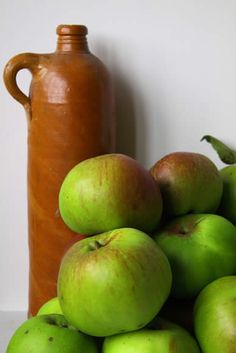 How to Make Scrap Apple Cider Vinegar for Your Pantry