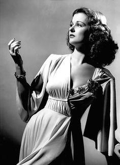femme fatale anni silhoutte sottile e allungata Vintage Hollywood, Old Hollywood Glamour, Golden Age Of Hollywood, Hollywood Stars, Classic Hollywood, Constance Bennett, Joan Bennett, Divas, Actrices Hollywood