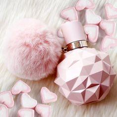 how to make perfume diy Ari Perfume, Perfume Scents, Perfume Bottles, Fragrances, Candy Perfume, Ariana Merch, Ariana Grande Perfume, Glamour Decor, Sweet Like Candy