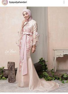 Source by pierredylont dresses muslim Hijab Prom Dress, Dress Brukat, Hijab Gown, Hijab Evening Dress, Hijab Style Dress, Dress Brokat Muslim, Muslim Gown, Gaun Dress, Beautiful Prom Dresses
