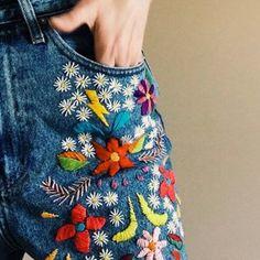 broder des fleurs sur un jean