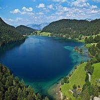 Le lac Hintersteinersee de Scheffau au Tyrol - le lac le plus beau et propre du Tyrol