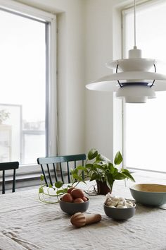 ursikt lampa köksbord linneduk mat