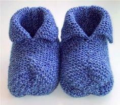 slofjes breien, met duidelijke beschrijving Loom Knitting, Knitting Needles, Knitting Patterns, Crochet Slipper Boots, Knitted Slippers, Play Clothing, How To Purl Knit, Cool Socks, Knitting For Beginners
