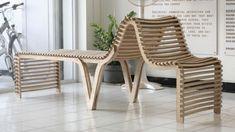 Ces deux fauteuils sont incurvés grâce aux pièces de chaque côté de la structure qui forment deux courbes . Les lattes qui leurs sont liées suivent donc la courbe de ces pièces et l'ensemble forme alors une structure incurvée .