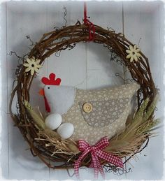 Felt Crafts, Fabric Crafts, Sewing Crafts, Diy And Crafts, Diy Spring Wreath, Diy Wreath, Easter Toys, Easter Crafts, Chicken Crafts