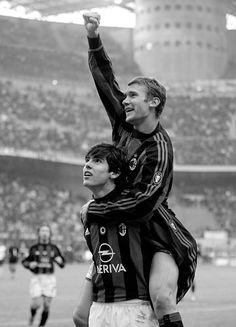 Kaka y Shevchenko, creador brasileño y goleador ucraniano que llevaron al AC Milan a la cima europea.