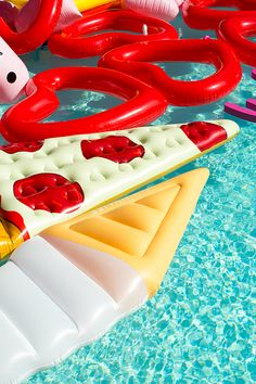 How-To: The Perfect Poolside Bash