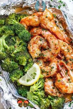 Shrimp and Broccoli Foil Packs with Garlic Lemon Butter Sauce Shrimp and Broccoli Foil Packs with Garlic Lemon Butter Sauce,  #Broccoli #Butter #Foil #Garlic #Lemon #Packs #Sauce #Shrimp<br> Dinner Recipes Easy Quick, Easy Chicken Recipes, Quick Easy Meals, Healthy Dinner Recipes, Vegetarian Recipes, Keto Recipes, Healthy Meals, Healthy Nutrition, Healthy Smoothies