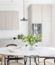 Minimalistic grey kitchen by Nordiska Kök. Clean and elegant kitchen ideal for high ceilings where form and function go hand in hand. The soft greige tones set off the marble worktop. For more kitchen inspiration visit www. Elegant Kitchens, Beautiful Kitchens, Ikea Kitchen, Kitchen Interior, Nordic Kitchen, Kitchen Ideas, Marble Interior, Kitchen Island, Interior Design