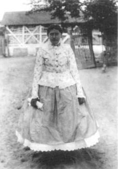 Délalföld.Nagylány ünnepi viseletben 1908 Folk Costume, Costumes, Lany, Hungary, Traditional, Times, Wedding, Fashion, Valentines Day Weddings