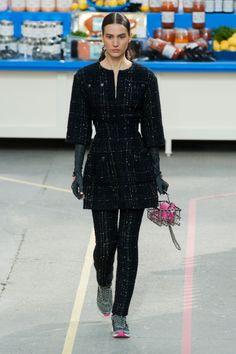 Défile Chanel Prêt-à-porter Automne-hiver 2014-2015 - Look 22