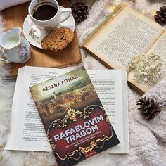 Bom dia :) . Credits to @kaliopi_ann . #book #bookstagram #books #reading #bookworm #read #love #booklover #instabook #reader #instagood #library #bookish #art #booknerd #bibliophile #photooftheday #bookaddict #booklove #author #bookaholic #coffee #words #follow #igreads #story #fashion #goodmorning #literature #life
