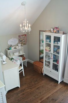 The craft nook. August Fields: the craft room / nook. Sewing Nook, Sewing Spaces, My Sewing Room, Sewing Table, Sewing Studio, Hobby Room, Hobby Lobby, Space Crafts, Craft Space