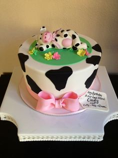 Cute cow cake, fondant cow Isabella's sweet tooth follow me on fb