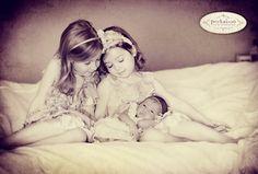 Sibling pose inspiration || Peekaboo Photography