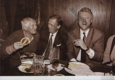 "Bohumil Hrabal, Václav Havel and Bill Clinton at the ""U Tygra"" pub - Prague 1994 Czech Republic, Famous People, Presidents, Personality, It Cast, Couple Photos, Celebrities, Books, Prague"