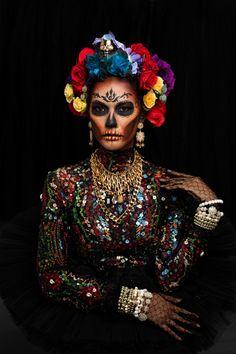 Sugar Skull Halloween Costume, Cute Couple Halloween Costumes, Scary Halloween, Modern Halloween, Sugar Skull Makeup, Sugar Skulls, Sugar Skull Artwork, Halloween Makeup Looks, Dress Makeup