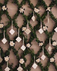 Gardenia & garland escort card display