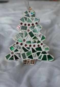 Christmas Tree Ornament Stained Glass Mosaic by BlueOceanGlass Mosaic Crafts, Mosaic Projects, Mosaic Art, Mosaic Glass, Stained Glass, Christmas Mosaics, Diy Christmas Ornaments, Christmas Tree Decorations, Holiday Tree