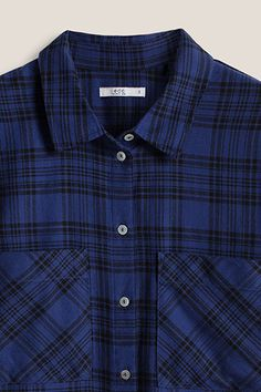 Size information:  -Centre back length approx. 67 cm in size S (can vary according to size)  Details:  -This shirt is a casual, classic piece in a characteristic lumberjack design in soft cotton fabric. -The characteristic look is created by the check pattern and the classic styling with a small shirt collar, button placket and patch chest pockets. -The long sleeves have single-button cuffs and the hem is stylishly rounded. -A back pleat provides width for comfort.