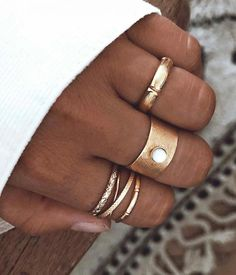 Advice on buying jewelry insurance - Fine Jewelry Ideas Dainty Jewelry, Cute Jewelry, Body Jewelry, Bridal Jewelry, Jewelry Box, Jewelry Accessories, Fashion Accessories, Jewelry Design, Fashion Jewelry