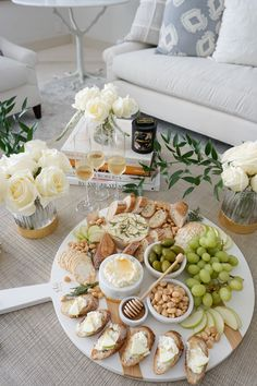 Fashionable Hostess - Style Your Wardrobe. Charcuterie Recipes, Charcuterie And Cheese Board, Cheese Boards, Party Food Platters, Cheese Platters, Cheese Platter Board, Party Food Buffet, Comida Picnic, White Cheese
