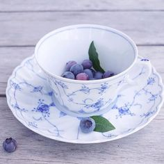 @porsgrundsporselaensfabrik - Gøy at så mange likte nyheten vi viste dere i går Ser at det er mye blåbærplukking om dagen. Passer oss perfekt, vi som er så glade i blått ha en fin dag og takk for bildet av din stråmønster kopp @juliaslycka