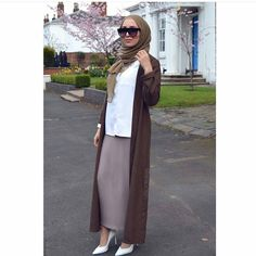 See this Instagram photo by @hijabstreetstylee • 732 likes