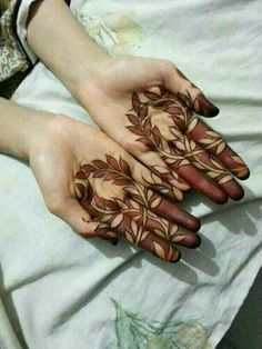 This is the most beautiful variation of Mendhi I've seen!
