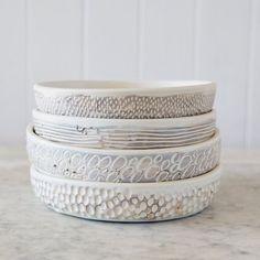 Ceramic Plates, Ceramic Pottery, Pottery Art, Ceramic Art, Sgraffito, Cerámica Ideas, Keramik Design, Sculptures Céramiques, Pottery Techniques