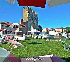 Arco d'Augusto Rimini Foto di @joanin87  #volgorimini #volgoemiliaromagna #volgoitalia #volgosocial #rimini #riminirimini #rimini2016 #riminibeach #riminicentro  #rimining #emiliaromagna #italytrip #italytour #rivieraromagnola #italia #italy #italian #holiday #holidayinitaly #iloveitaly #travelling #arcodiaugusto #park #ombrelloni by volgorimini