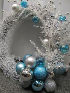 Amanda Cromwell: Christmas DIY Wreath
