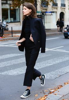 Minimal black look with high-top converse #style #fashion #kicks #sneakers #streetstyle