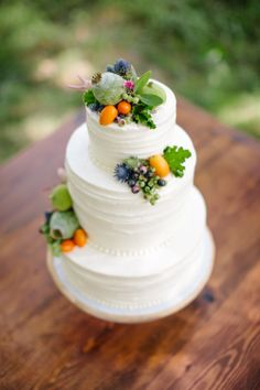 SO pretty! #Wedding Cake | Photography: Sarah Jayne Photography | Via SMP: http://www.stylemepretty.com/massachusetts-weddings/2013/11/12/summers-bounty-inspired-shoot-by-the-little-things-sarah-jayne-photography | Cake by Topsfield Bakeshop