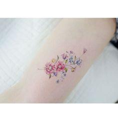 : Flowers . . #tattooistbanul #tattoo #tattooing #flower #flowertattoo #colortattoo #타투이스트바늘 #타투 #꽃 #꽃타투 #컬러타투