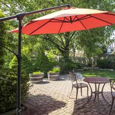 Cantilever Umbrella - Chiyacat/Shutterstock 11 ways to create shad for your patio Patio Table Umbrella, Patio Umbrella Lights, Cantilever Patio Umbrella, Rectangular Patio Umbrella, Best Patio Umbrella, Outside Umbrellas, Shade Umbrellas, Outdoor Patio Umbrellas, Outdoor Awnings