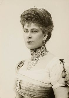 """longliveroyalty: """" Queen Mary wearing the Love Trophy collar, a diamond necklace and the Cullinan III and IV brooch. 1910. """""""