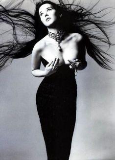 Isabelle Adjani sublime la création de Haute Joaillerie