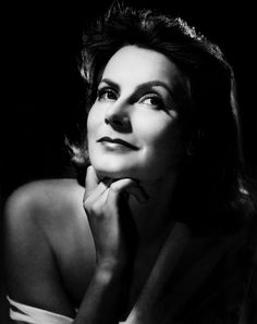 Greta Garbo, photo by Clarence Sinclair Bull, 1939 Hollywood Cinema, Old Hollywood Stars, Old Hollywood Glamour, Vintage Hollywood, Hollywood Actresses, Classic Hollywood, Swedish Actresses, Vintage Glam, Vintage Movies