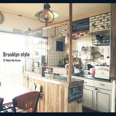 女性で、3DK、家族住まいの連投しました!/めざせN.Yブルックリン/カウンター改造計画/極狭キッチン…などについてのインテリア実例を紹介。「 全体図 あらゆる所を調子に乗り 塗りすぎて後悔! 又塗り替えます…(¯―¯٥)  どこかわかりますか?  換気扇←真っ黒 キッチンの照明の発砲レンガ←赤と白とか…  ありえない((((;´・ω・`)))ガクガクブルブル 」(この写真は 2014-09-24 22:17:45 に共有されました)