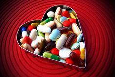 """El amor se localiza en una zona del cuerpo estriado que está asociado con la adicción a las drogas. """"El amor podría ser un hábito formado por un deseo sexual que se retroalimenta a través de una recompensa. Funcionando así de la misma manera en el cerebro como lo hace las drogas en las personas adictas""""."""