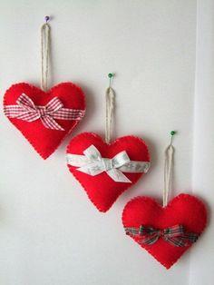 90 идей рукоделия для дома своими руками: самое интересное - фото, мастер-классы http://happymodern.ru/rukodelie-dlya-doma-svoimi-rukami-samoe-interesnoe/ Милый фетровые сердечки привнесут атмосферу романтики в ваш дом Смотри больше http://happymodern.ru/rukodelie-dlya-doma-svoimi-rukami-samoe-interesnoe/