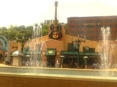 The Pittsburgh #hardrockcafe in Station Square (via @TheSpencerPhoto) #onlyinpgh