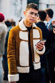 Street looks from Menswear Week Milan Fall/Winter Vogue Paris Winter Trends, Men Street, Street Wear, Fashion Week Hommes, Street Looks, Best Mens Fashion, Look At You, Italian Fashion, Milan Fashion