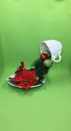 Christmas Poinsettia, Christmas Tea, All Things Christmas, Teacup Crafts, Teacup Decor, Tea Party Centerpieces, Floating Tea Cup, Christmas Table Decorations, Xmas Ornaments