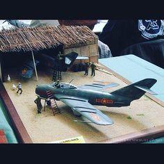 Hangar Diorama Unknown modeler From: piraodagua.blogspot #scalemodel #plastimodelismo #miniatura #miniature #miniatur #hobby #diorama #scalemodelkit #plastickits #usinadoskits #udk #maqueta #maquette #modelismo #modelism